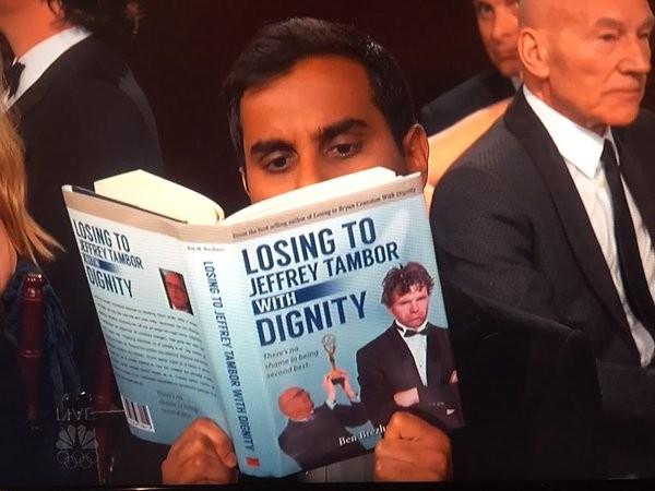 Aziz Ansari perdió en su categoría contra otro actor... eligió el libro equivocado.